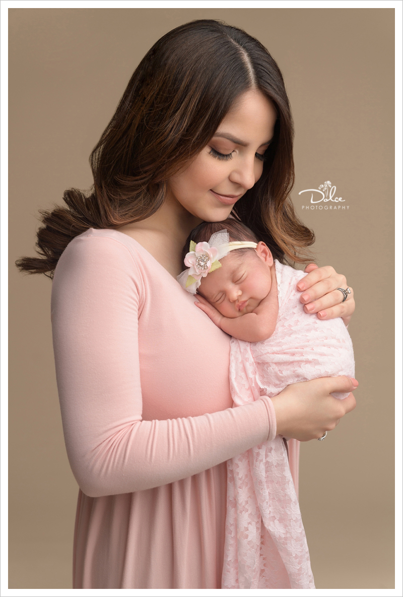 Hernandez mommy and newborn baby portraits palmview texas newborn photography